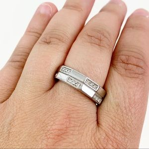 Lia Sophia Ring Size 9 Silver Toned Cut Crystals